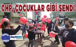 CHP'liler Akçakoca sokaklarını turladı… Çocuklara bayrak ve balon dağıttı