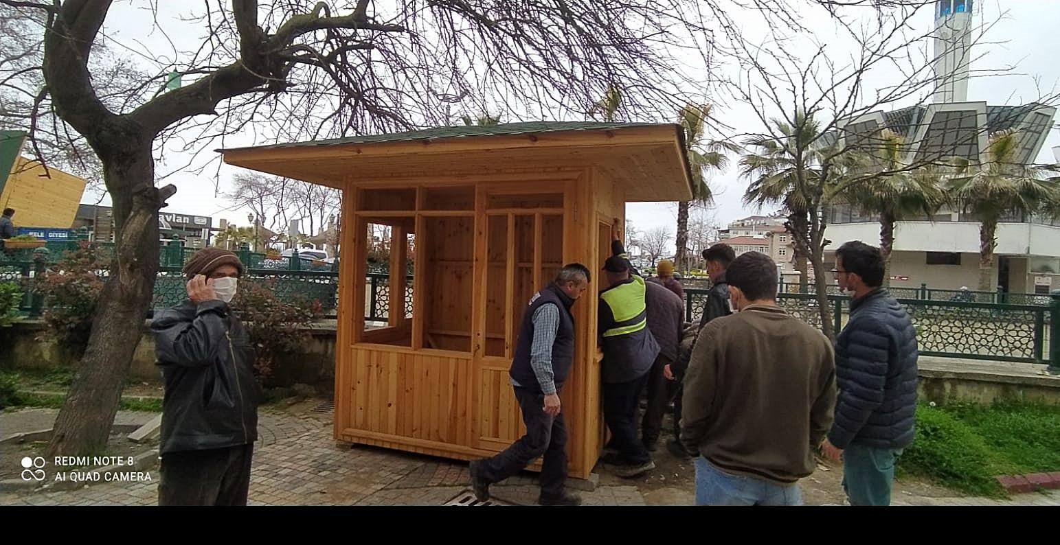 Akçakoca Belediyesinden farklı noktalara 3 adet lostra kabini