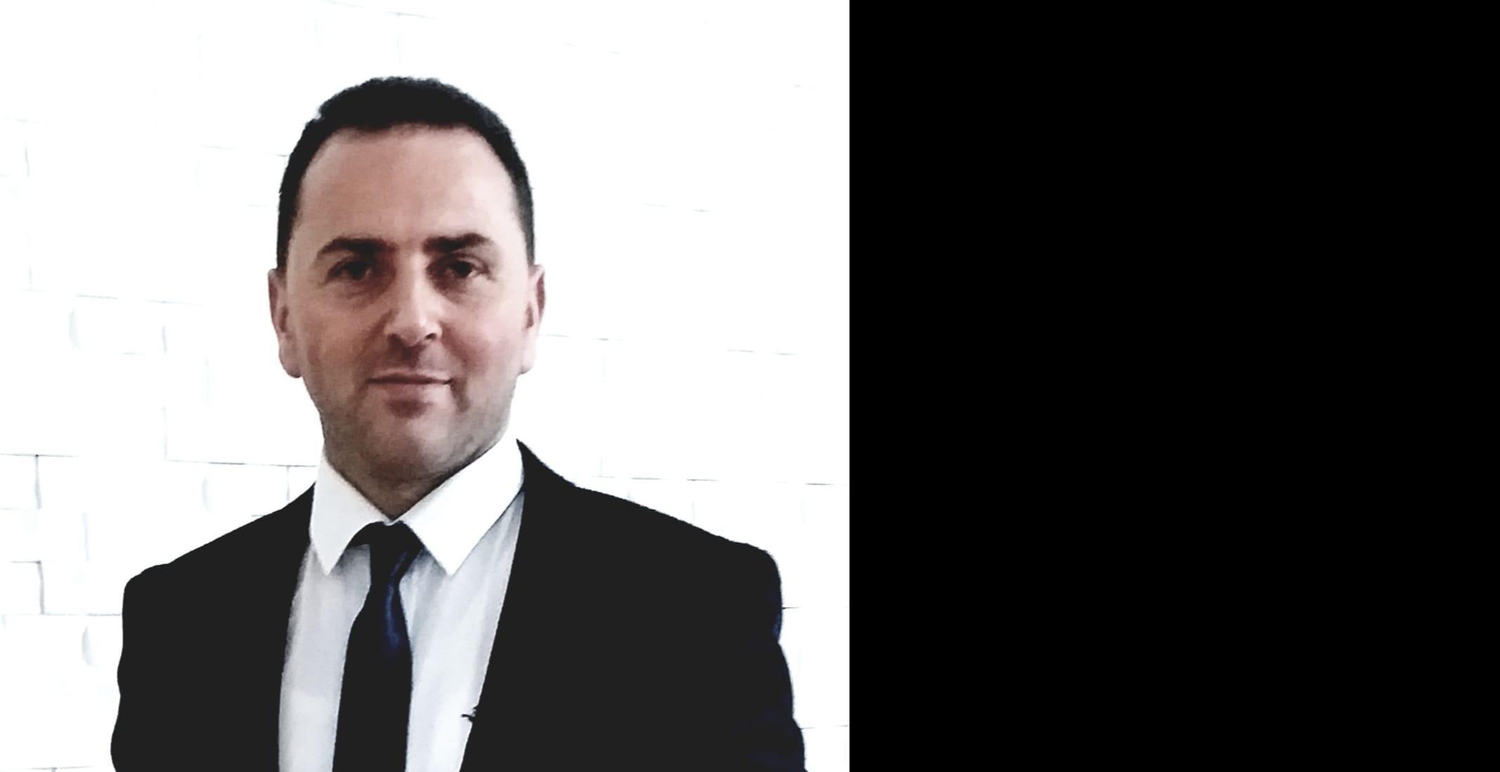 Muhtar Öztürk, kiracısı olduğu dükkanı Belediye ihalesinden satın aldı